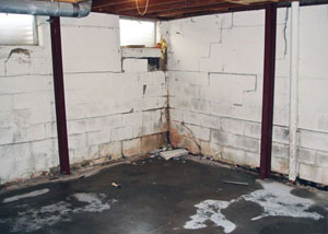 A failed, rusty i-beam foundation wall system installed in Niagara-on-the-Lake.
